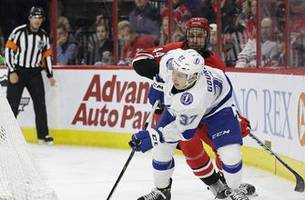 Lightning top Hurricanes for 7th straight win