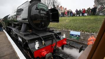 flying scotsman: iconic locomotive steams into swanage