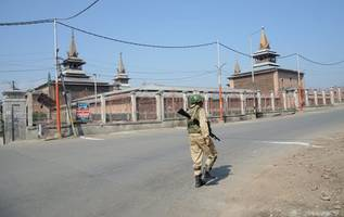 indian forces kill seven militants in kashmir as crackdown deepens