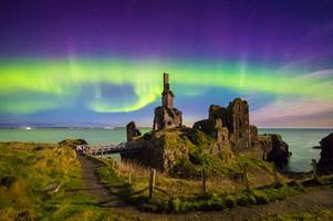 northern lights will be visible across glasgow and edinburgh tomorrow night