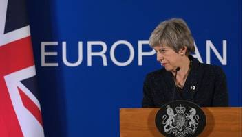 uk mps have 'clear choice' as brexit delayed