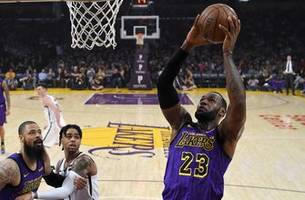Surging Nets eliminate Lakers from playoff picture, 111-106