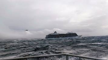 Airlift rescue of cruise ship passengers off Norway coast