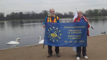 brexit march: remainer walks 200 miles to join protest