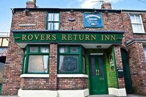 coronation street set raided by thieves while cast and crew filmed
