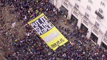 bird's-eye view of anti-brexit march