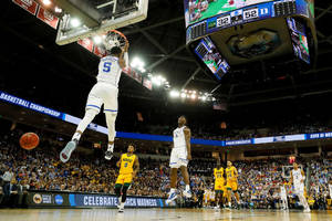 Zion Williamson, R.J. Barrett Have LeBron-Wade Moment in Epic Photo During NCAA Tournament