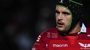 Tom Price: Exeter Chiefs sign Scarlets lock for 2019-20