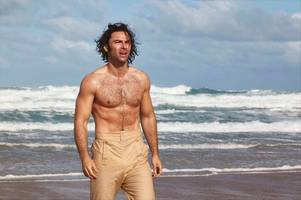 aidan turner and his 'poldark bod' secret - but it's something we all do
