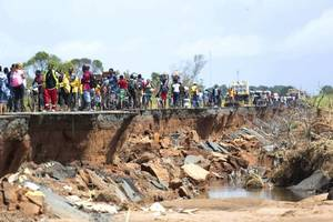 over 700 killed in cyclone idai, un warns of more floods