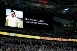 wembley pays tribute to staffordshire football legend gordon banks
