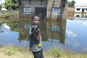 rescuers hope to reach more cyclone idai victims as mozambique roads reopen