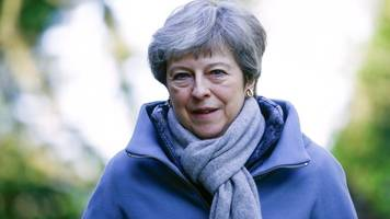 Brexit: Cabinet to meet amid pressure on May