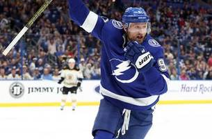 steven stamkos tallies 4 points as lightning storm back late to take down bruins 5-4