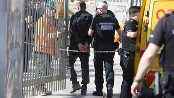 worthing immigration raid: seventeen held on building site