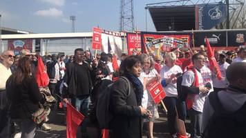 honda workers march to save swindon car plant