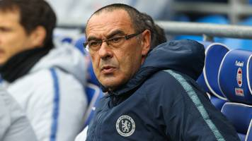 chelsea boss sarri 'getting used' to criticism from fans