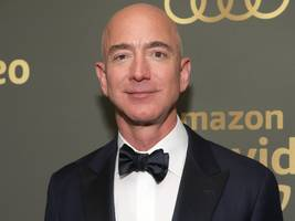 Jeff Bezos breezily replied to a threat of 'extortion' over his sex texts with a 3-word email