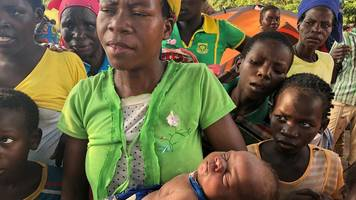 mozambique woman gives birth in mango tree during floods