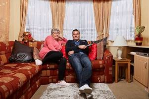 hull gogglebox star lee has fans in hysterics as he makes very rude joke