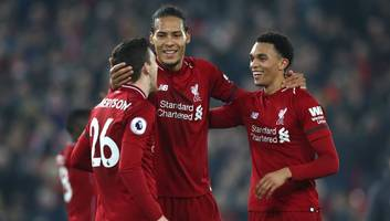 premier league fantasy football: free hit weekend & 5 players you should bring in for gameweek 33