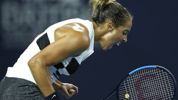 keys beats wozniacki to win charleston open