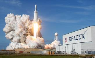 watch live: spacex to try launching falcon heavy, the world's most powerful operational rocket, on its first paid mission