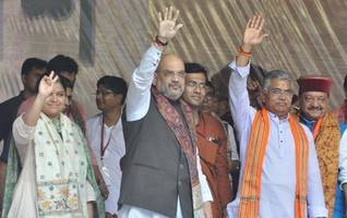 no one ready to stand with you: shah tells mamata