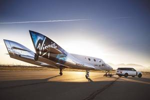 virgin galactic's first test passenger gets commercial astronaut's wings