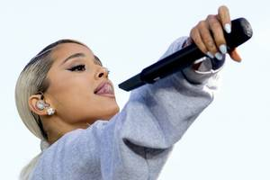 ariana grande shows 'impact of ptsd' on her brain after manchester terror attack