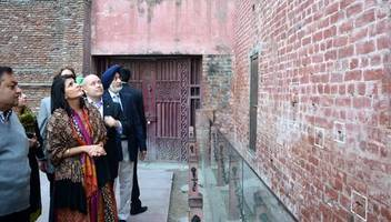 hundreds of indians march to observe centenary of jallianwala bagh massacre