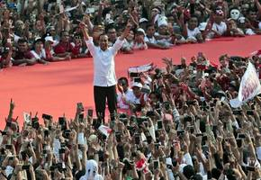 indonesians flock to final presidential campaign rallies