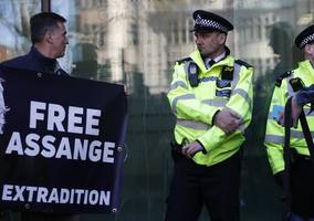 uk lawmakers: julian assange should face justice in sweden