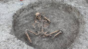oxfordshire water pipe work uncovers ancient skeletons