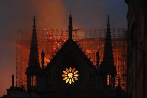 [UPDATE] Paris Firefighters Race Against Time To Save Notre Dame Cathedral