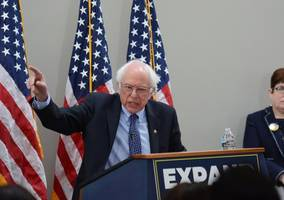 bernie sanders draws enthusiastic cheers in surprising fox news town hall