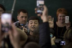 Mutual friends and borrowed cars: how Ukraine's would-be leader is linked to tycoon