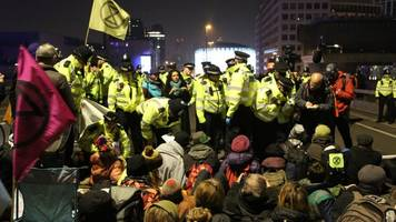 extinction rebellion protest: 100 arrests as london roads blocked