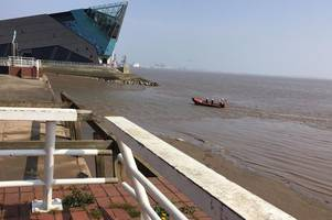 police statement with search ongoing for 'body seen in water' by hull's north bridge