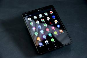 The Samsung Galaxy Fold fiasco is the best example yet of why Apple always waits to get into new markets (AAPL)
