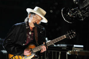 bob dylan tumbles on stage and asks fans to not take photos during concert (video)