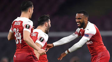 arsenal cruises, chelsea survives second-half scare to advance to europa league semifinals