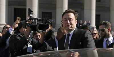 A judge gave Elon Musk and the SEC one more week to come to a new agreement about how to monitor the CEO's tweets (TSLA)