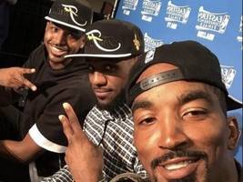 "JR Smith Imagines Tiger Woods Repping Nipsey Hussle: ""How I Woke Up On The Golf Course!"""