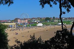 Live updates from Barry Island on Good Friday as the world heads to the beach