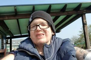 man, 27, diagnosed with tongue cancer thanks passers-by after he collapses in road
