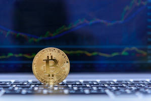 bitcoin price dips slightly but uptrend remains intact