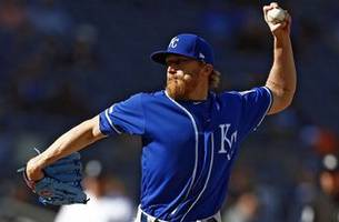 royals' late rally goes for naught in 7-6 loss to yankees
