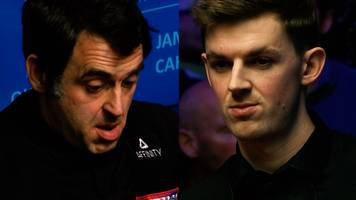 World Snooker Championship: James Cahill wins first frame against Ronnie O'Sullivan