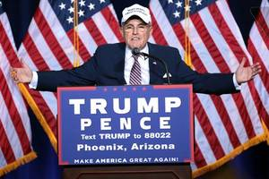Giuliani says not wrong to take information from Russians